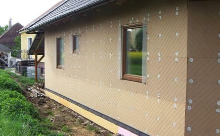 Vnejsi tepelna izolace drevovlaknitymi deskami Udi u nove drevostavby